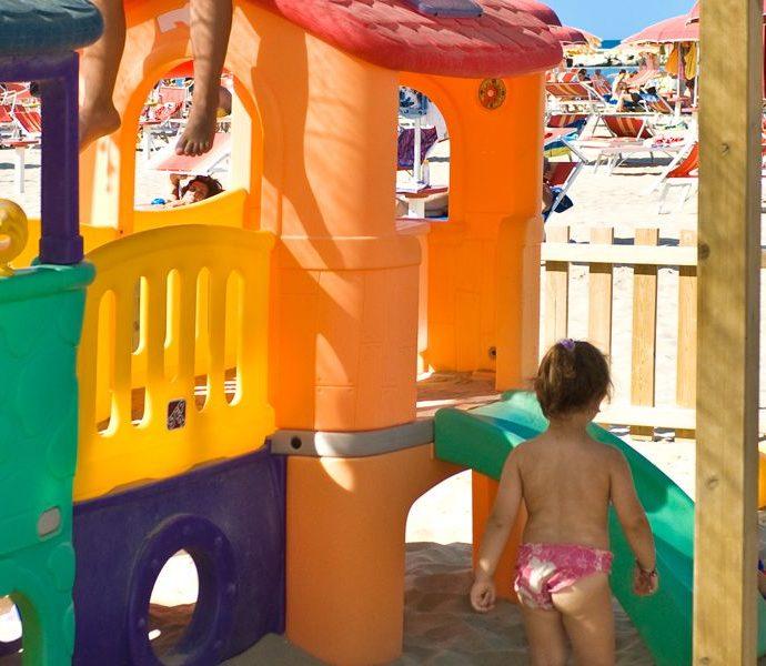 Spiagge a misura di bambino, parla il pediatra