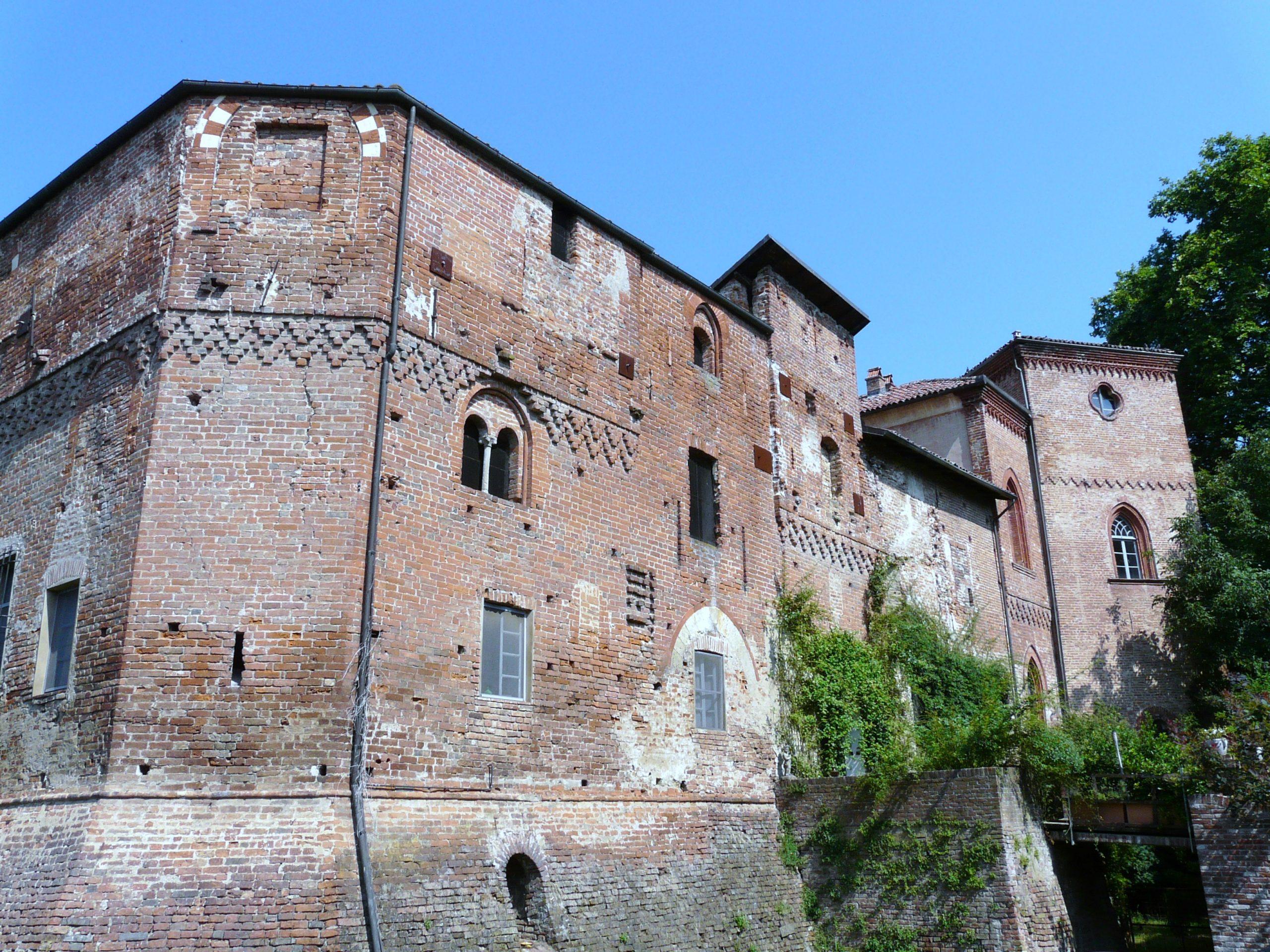 Ludovica, l'influencer che ci mostra com'è vivere all'interno di un castello medioevale