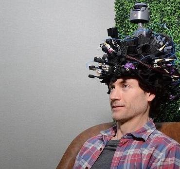 Stati Uniti, inventato un casco da 50mila dollari per leggere la nostra mente