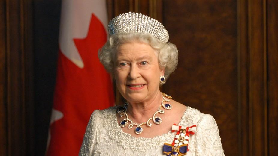 """La Regina Elisabetta rifiuta il premio per """"anziana dell'anno"""""""